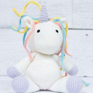 Lily la licorne (fait à la main au crochet)
