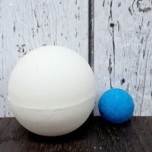 Bombe de bain surprise – bleu (Slush à la framboise bleue) 140g
